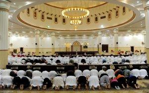 6-صلاة-التراويح-في-أحد-مساجد-الرياض